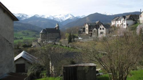 village pitoresque de montagne dans les Pyrénées