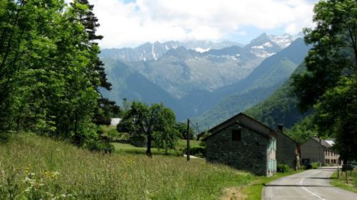 la pitoresque montée de la vallée du Garbet vers Aulus-les-Bains